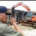 Satpol PP Sanggau bongkar bangunan yang gunakan tanah pemda