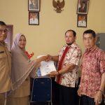 Serah Terima Penyerahan Daftar Pemilih Potensial Non KTP Dari KPU Kepada Disdukcapil Kab. Sanggau