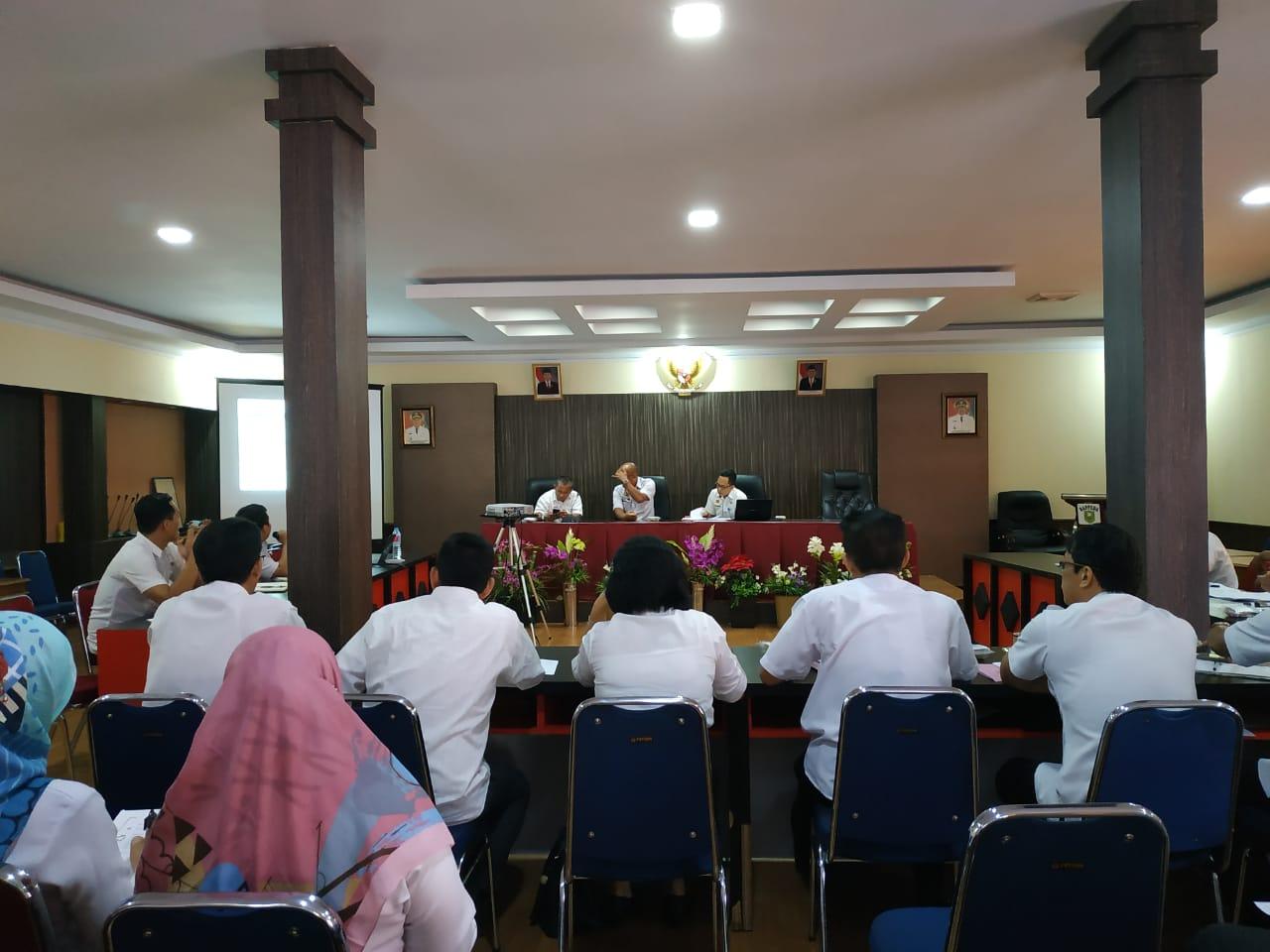 TIM RANCANGAN TEKNOKRATIK RPJMD KABUPATEN SANGGAU TAHUN 2019–2024 MELAKUKAN IDENTIFIKASI MASALAH