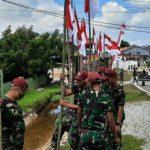 Satgas Pamtas Yonif R 641/Bru Pasang Bendera Merah Putih di Kawasan Entikong Sanggau