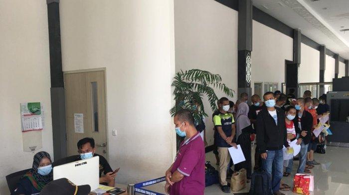89 Orang PMI Dideportasi Lewat Entikong, Berikut Penjelasan Reinhard HP Panjaitan