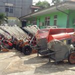Dishangpang Hortikan Sanggau Terima 52 Unit Handtracktor dan 4 Unit Mesin Perontok Padi