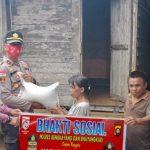 Peringati HUT RI ke-75, Polsek Sanggau Ledo Polres Bengkayang Berbagi Pada Warga Terdampak Covid-19