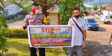Upaya Cegah Karhutla, Bhabinkamtibmas Polsek Sekayam Sambangi Warga di Desa Binaan