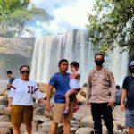 Beri Rasa Aman Pada Wisatawan, Polsek Sanggau Ledo Polres Bengkayang Hadir di Lokasi Wisata