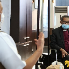Berkunjung ke Markas Satgas COVID-19, Pendeta Midian Sirait: Mari Bantu Pemerintah Atasi COVID-19 - Berita Terkini