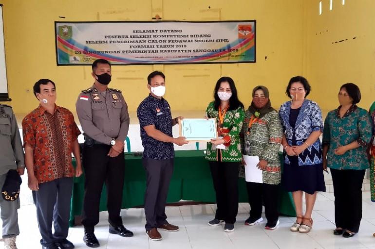 Penutupan Kegiatan Seleksi Kompetensi Bidang Calon Pegawai Negeri Sipil Tahun Anggaran 2019 di Lingkungan Pemerintah Kabupaten Sanggau. -