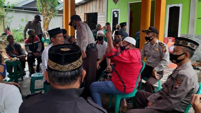 Turut Berduka, Anggota Polres Sanggau Takziah ke Rumah Duka Purnawirawan Polri yang Meninggal Dunia