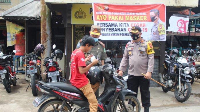 Polres Sanggau Bagikan 25.000 Masker dan Kampanyekan Jaga Jarak Cegah Penyebaran Covid-19