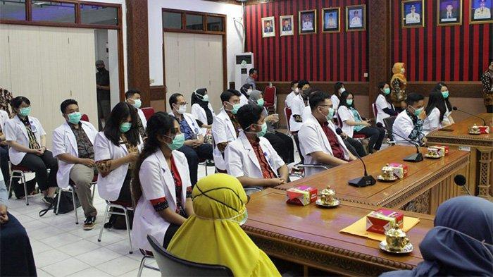 Bupati Paolus Hadi Lepas Dokter Internship yang Telah Bertugas Selama 10 Bulan di Sanggau