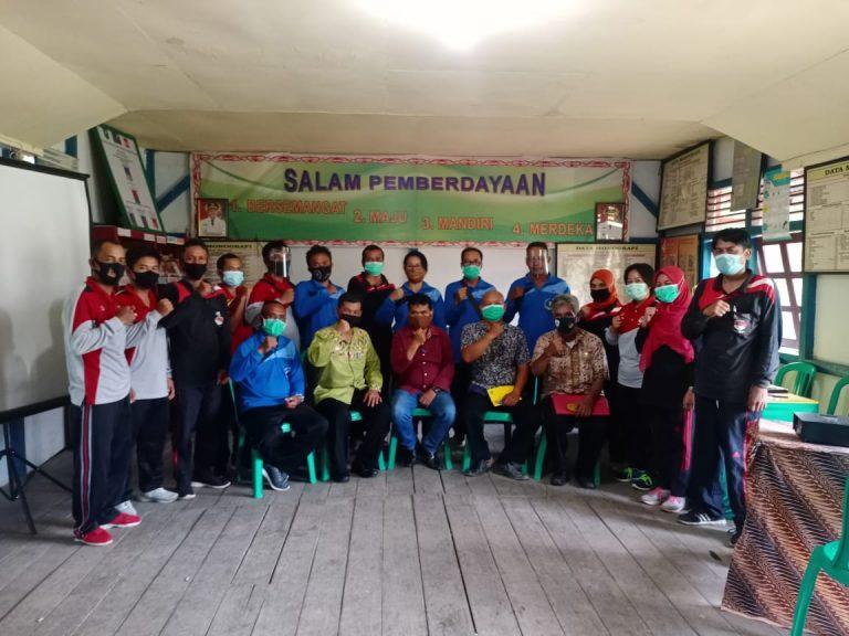Cegah Covid-19, Nakertrans Serahkan Masker untuk Desa Balai Sebut