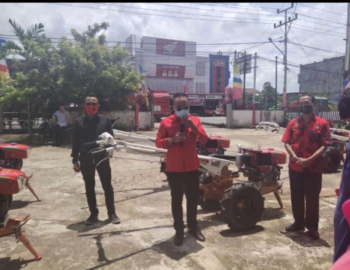 Rangkaian Reses, di Sanggau Bang Kris, Serahkan Alsintan kepada Kelompok Tani (4-selesai)