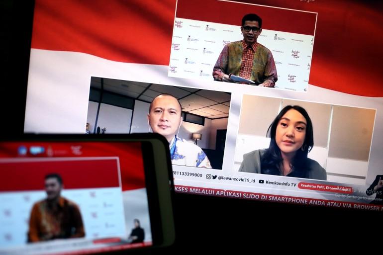 Fiki Satari, Stafsus Menteri Koperasi UKM bersama Gabriel Frans, Co-Founder dan CEO Credibook (Pemenang I Pahlawan Digital UMKM 2020) dan Putri Tanjung, Penggagas Pahlawan Digital UMKM berdiskusi dalam dialog produktif bertema Pahlawan Digital Pendukung UMKM di Jakarta, Rabu 11 November 2020.