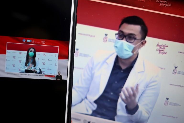 dr. Reisa Broto Asmoro, Juru bicara Covid 19 berdialog dengan dr. Gia Pratama Putra, Kepala instalasi IGD dalam Dialog produktif bertema Antara pengobatan dan pencegahan: pilih mana? Di Jakarta, Jumat, 13 November 2020.