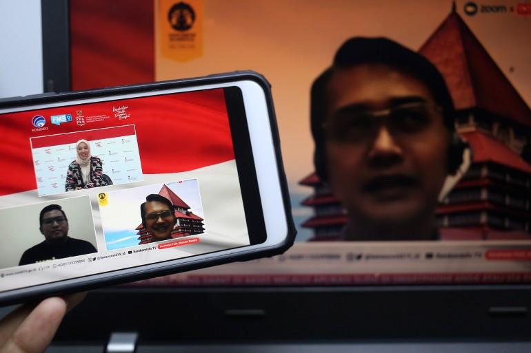 T.M. Zakir Machmud, Ph.D (Kepala UKM Center - FEB UI) (kanan) bersama Triatmojo Suprasetyo (Head of Sales Wahyoo) (kiri) dalam dialog produktif bertema naik kelas UMKM lewat digitalisasi