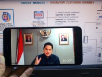 Erick Thohir, Menteri BUMN RI selaku Wakil Ketua IV dan Ketua Pelaksana Komite Penanganan COVID-19 dan Pemulihan Ekonomi Nasional (KPCPEN) memberikan paparan mengenai persiapan infrastruktur data vaksinasi COVID-19 melalui virtual di Jakarta, Selasa, 24 November 2020. Hadir pula sebagai pembicara Fajrin Rasyid, Direktur Digital Business PT Telekomunikasi Indonesia Tbk dan Soleh Udin Al Ayubi, Direktur Digital Healthcare PT Bio Farma (Persero)