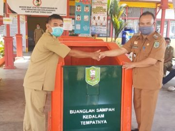 DLH Kab.Sanggau Serahkan Bantuan TPS Fibers ke Kecamatan Toba – Dinas Lingkungan Hidup