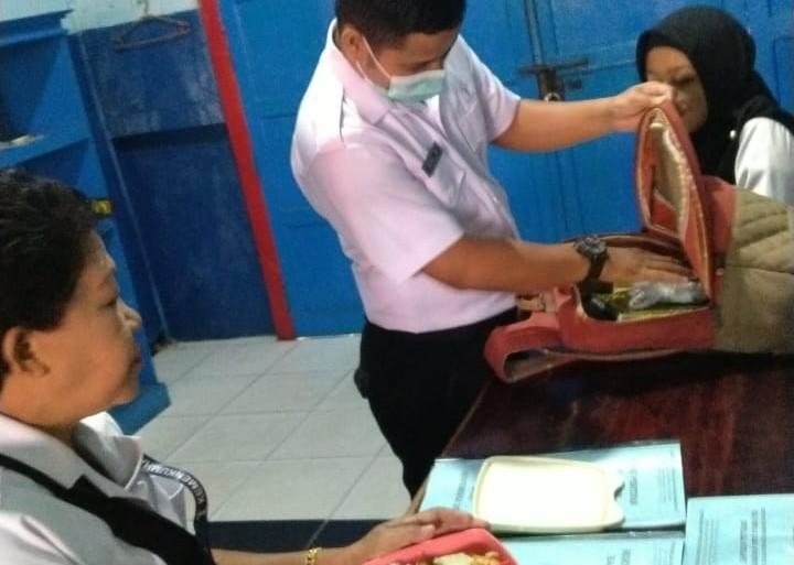 Tangkal Masuknya Narkoba ke Rutan Klas II B Sanggau, Barang Bawaan Pegawai pun Diperiksa Ketat