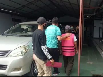 """Masuk Dalam """"Pusaran"""" Korupsi APBDes 2 Tahun Anggaran, Oknum Kades Sungai Alai, Sanggau Resmi Ditahan Jaksa"""