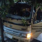 Lagi muat sampah, Mobil Pengangkut Sampah ditabrak Mobil Pengangkut Tabung Gas Elpiji – Dinas Lingkungan Hidup
