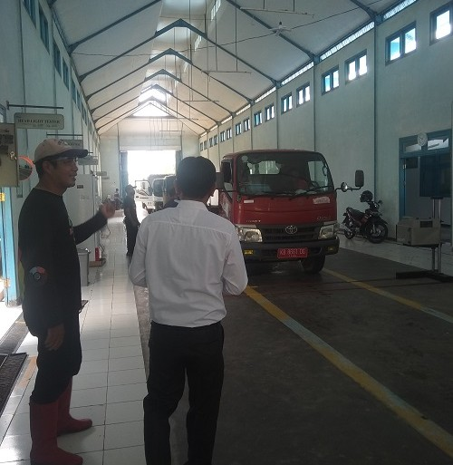 Taati Aturan berlalu-lintas, DLH lakukan Uji KIR kendaraan Angkutan Sampah – Dinas Lingkungan Hidup