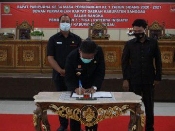 Bupati Sanggau Hadir Pada Rapat Paripurna Dalam Rangka Pembahasan Tiga Raperda Inisiatif DPRD Sanggau