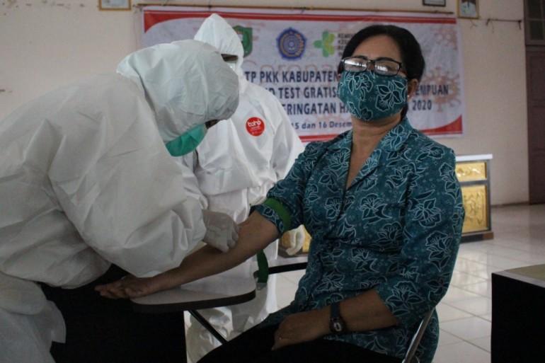 Peringati Hari Ibu ke-92, TP PKK Kabupaten Sanggau Gelar Rapid Test Gratis Untuk Kaum Perempuan