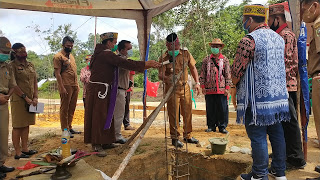 Bupati Sanggau Lakukan Peletakan Batu Pertama Rumah Betang DAD Kecamatan Kapuas