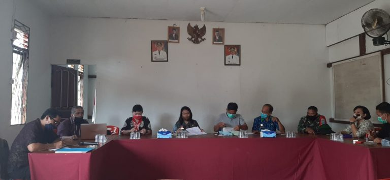 Kepala Bappeda bersama perangkat daerah Kabupaten Sanggau melaksanakan pembinaan Desa Fokus Tahun 2020 di Desa Kebadu Kecamatan Balai