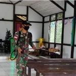 Satgas Pamtas Yonif 642 semprotkan Desinfektan di Gereja jelang Natal