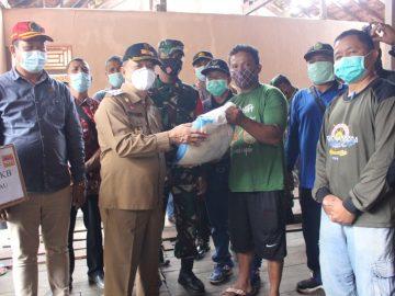 Wakil Bupati Sanggau Tinjau Rumah Warga Dan Ruko Pasar Sosok Yang Diterjang Angin Puting Beliung