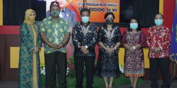 Rasa Haru Mewarnai Malam Pelepasan Ketua Pengadilan Negeri Sanggau