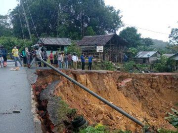 Telkom Kalbar perbaiki kabel optik yang putus akibat longsor di Tayan