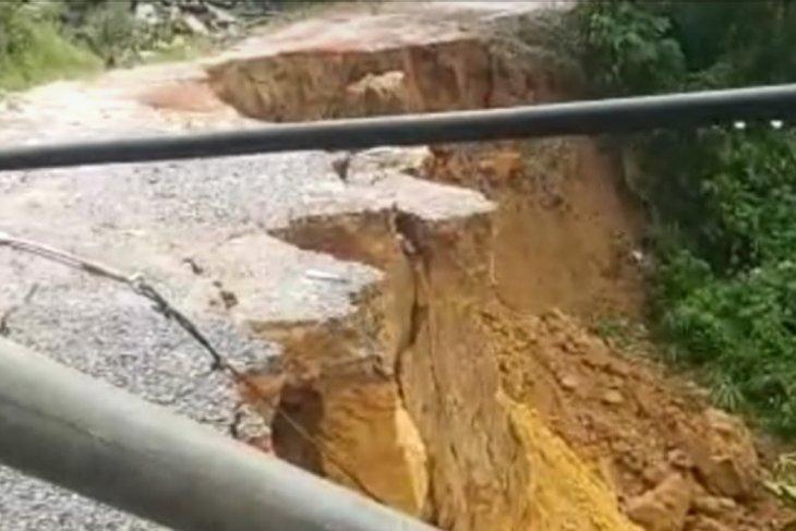 Longsor Tayan, kendaraan besar dilarang melintas jalan Tayan-Pontianak