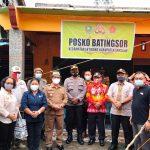 Wakil Bupati Sanggau Meninjau Lokasi Longsor dan Menyerahkan Bantuan Pangan Kepada Para Korban
