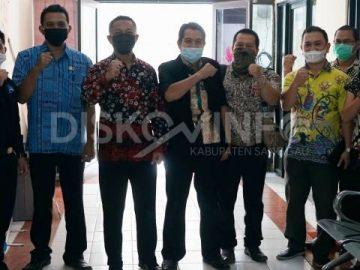 Terima Kunjungan Kaji Tiru Diskominfo Kabupaten Landak, Kadis Kominfo Kenalkan Aplikasi ePHYO