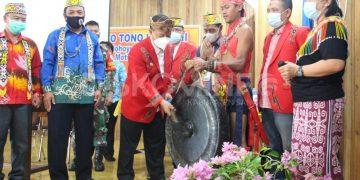 Wabup Sanggau Membuka Secara Resmi Bekudoung Poyo Tono Hibun ke-III