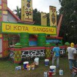 Sambut Hari Jadi Ke-405 Kota Sanggau, Dinas LH Lakukan Pengecatan Gapura – Dinas Lingkungan Hidup