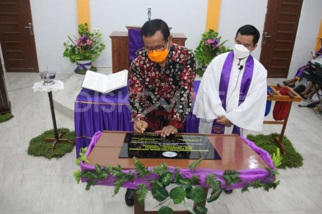 Sekda Sanggau Resmikan GPIB Maranatha Sanggau Pos Pelkes Kharisma Mundun, Ini Pesannya