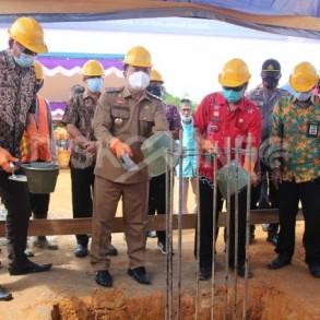 Wabup Sanggau Melakukan Peletakan Batu Pertama Pembangunan Tribun MTQ XXIX Tingkat Kabupaten Sanggau Di Kecamatan Balai