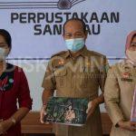 Launching Library Tour Dan Penyerahan Bantuan Buku Pesona Baju Adat Pengantin Indonesia Oleh Ketua Dekranasda Sanggau