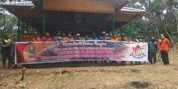 Sambut Hari Jadi Kota Sanggau ke-405, DLH Kab. Sanggau lakukan kerja bakti bersama di Kawasan Makam Raja Mengkiang – Dinas Lingkungan Hidup