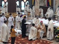 Uskup Mencuccini Tahbiskan Dua Pastor Baru di Sanggau