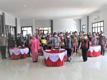Sekda Sanggau dan Ketua TP PKK Sanggau Dukung Kegiatan Petani Milenial dan Pengembangan Minat Baca