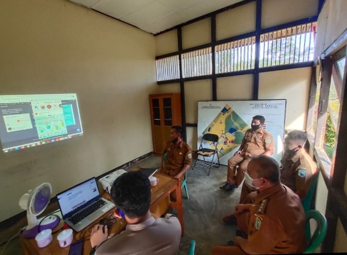 Diskominfo Sanggau Serahkan Pengelolaan Website PPID Kecamatan Toba