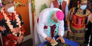 Wabup dan Uskup Sanggau resmikan gereja di Kenaman