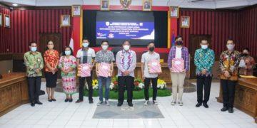 Bupati Sanggau Serahkan Hadiah Lomba Harjad Kota Sanggau, Ini Nama-nama Pemenanya