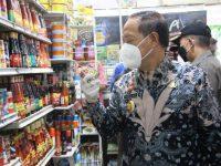 Sidak Pasar, Wabup Sanggau: Harga Bahan Pokok Relatif Stabil Menjelang Lebaran Idul Fitri Tahun 2021