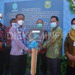 Bupati Sanggau Terima Masing-Masing Satu Unit Dump Truck Bantuan CSR Dari Bank Kalbar dan PT.DSM