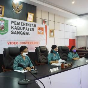 Bunda PAUD Kabupaten Sanggau distribusikan 15 tong air.